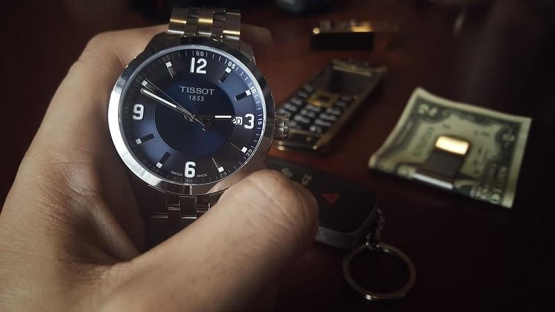 Bạn nên tìm hiểu kĩ sản phẩm bạn muốn mua trước khi mua để chắc chắn rằng mình sở hữu một chiếc đồng hồ Tissot chính hãng!
