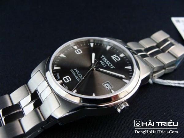 Sự đơn giản chính là một đặc tính vô cùng nổi trội của đồng hồ Tissot Pr100